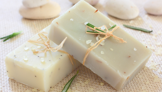 DIY Gifts with Essential Oils | LeannForst.com